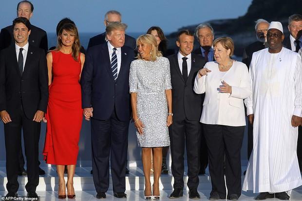 Đệ nhất phu nhân Pháp như trợ lý đi cạnh Melania Trump do sai lầm khi chọn trang phục - Ảnh 6.