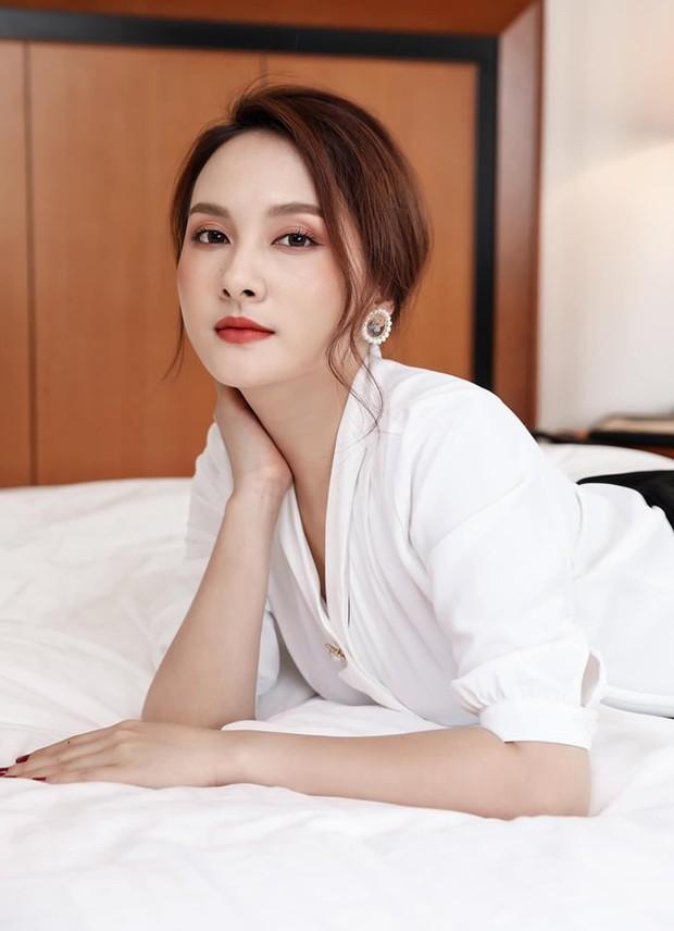 So kè style 3 nàng ngọc nữ 1990 của điện ảnh Việt: Người chăm diện đồ trễ nải, người thích diện đồ xì-tin hack tuổi triệt để - Ảnh 5.