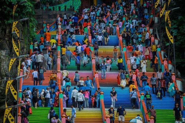 Tỉnh mộng trước nấc thang cầu vồng nổi tiếng nhất Malaysia: Nhìn hình sống ảo thì phát ham, nhưng thực tế lại phũ phàng hơn! - Ảnh 21.