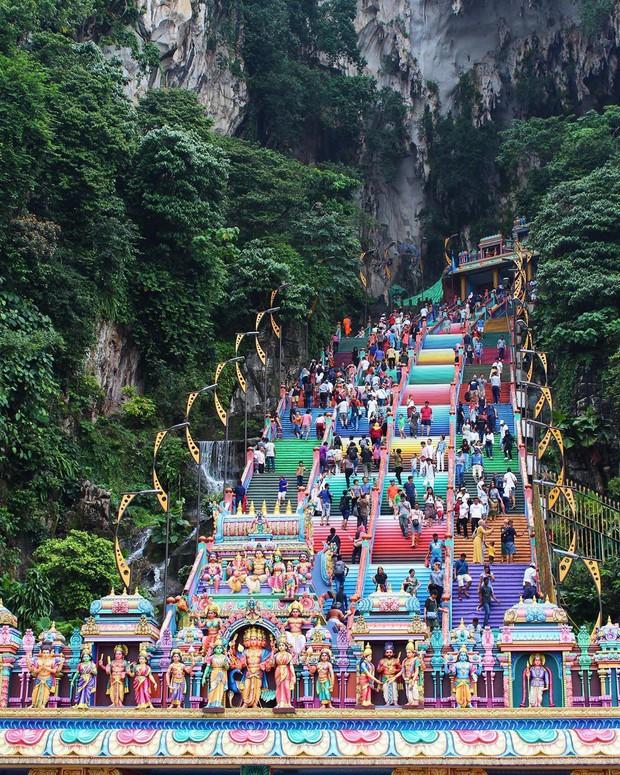 Tỉnh mộng trước nấc thang cầu vồng nổi tiếng nhất Malaysia: Nhìn hình sống ảo thì phát ham, nhưng thực tế lại phũ phàng hơn! - Ảnh 27.
