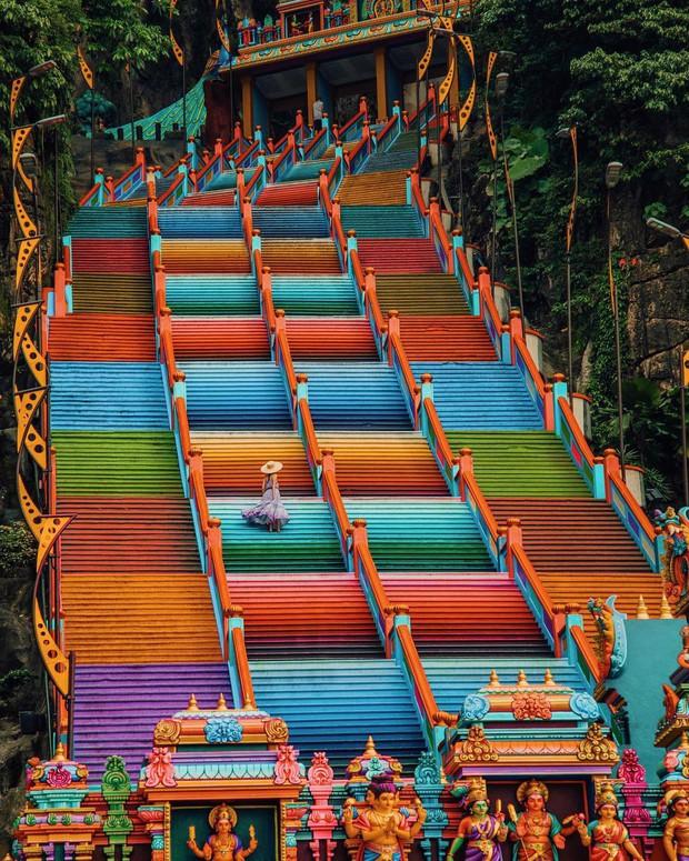 Tỉnh mộng trước nấc thang cầu vồng nổi tiếng nhất Malaysia: Nhìn hình sống ảo thì phát ham, nhưng thực tế lại phũ phàng hơn! - Ảnh 34.
