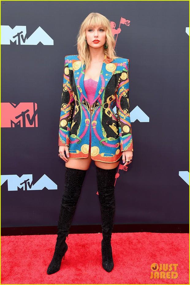 Thảm đỏ VMAs 2019 hội tụ dàn siêu sao: Taylor Swift đỉnh cao đọ sắc chị em siêu mẫu Hadid, Shawn - Camila bất ngờ tách lẻ - Ảnh 1.