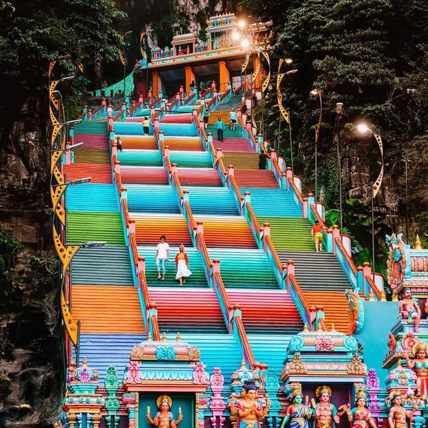 Tỉnh mộng trước nấc thang cầu vồng nổi tiếng nhất Malaysia: Nhìn hình sống ảo thì phát ham, nhưng thực tế lại phũ phàng hơn! - Ảnh 30.