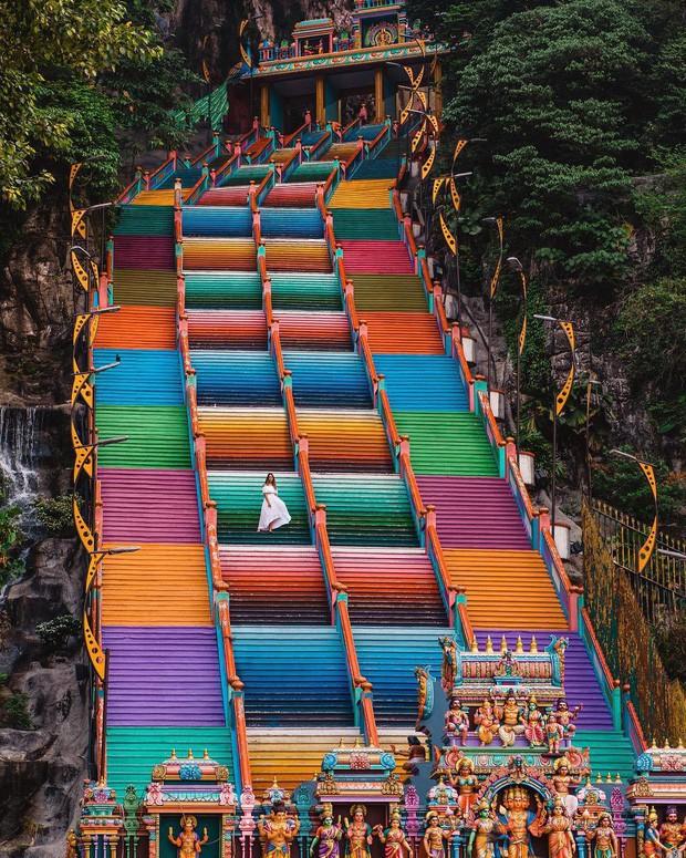 Tỉnh mộng trước nấc thang cầu vồng nổi tiếng nhất Malaysia: Nhìn hình sống ảo thì phát ham, nhưng thực tế lại phũ phàng hơn! - Ảnh 9.