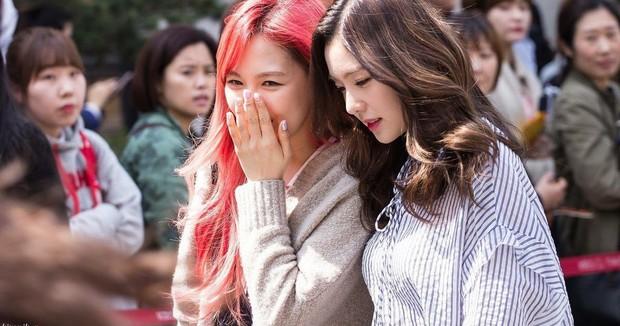 Đã tìm ra cặp idol nữ có gương mặt giống nhau như chị em sinh đôi, ai ngờ còn cùng girlgroup hot nhất nhì Kpop - Ảnh 7.