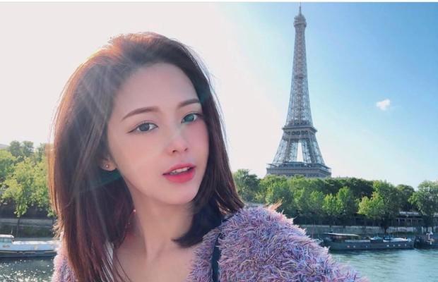 Trịnh Thăng Bình diện đồ đôi, bí mật hẹn hò Liz Kim Cương trong chuyến du lịch Châu Âu? - Ảnh 3.