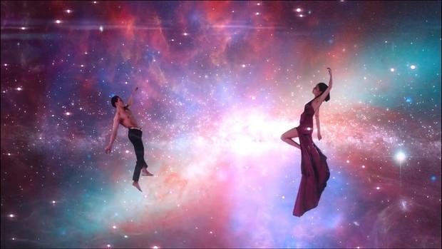 Giải mã MV Đi Đu Đưa Đi: Bích Phương hóa thân thành nữ thần Artemis trong thần thoại Hy Lạp, gợi mở mối tình đồng tính? - Ảnh 13.