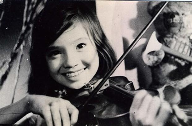 """Khó nhận ra """"em bé Hà Nội"""" Lan Hương một thời: Gương mặt khác lạ, vòng 1 o ép căng đầy ở tuổi 56 - Ảnh 3."""