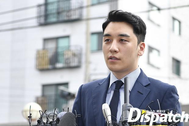 Sau 2 tháng, Seungri chính thức trình diện cảnh sát vì cáo buộc thứ 8: Cúi đầu xin lỗi, biểu cảm và sắc mặt gây chú ý - Ảnh 6.