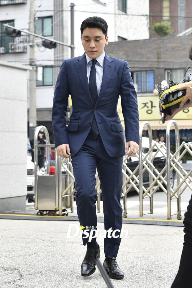 Sau 2 tháng, Seungri chính thức trình diện cảnh sát vì cáo buộc thứ 8: Cúi đầu xin lỗi, biểu cảm và sắc mặt gây chú ý - Ảnh 3.