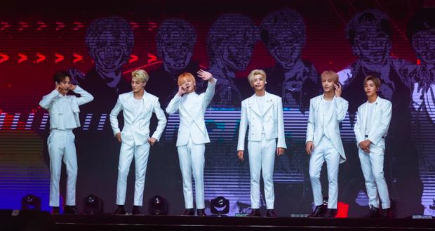 NCT Dream quá điển trai làm fan vỡ òa, bùng nổ hết mình với sân khấu đầu tiên tại Việt Nam - Ảnh 1.