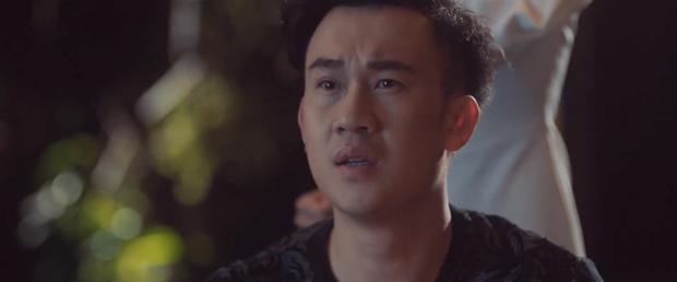 Thêm một MV của Vpop kịch bản tình yêu không có lỗi, lỗi ở bạn thân: Dương Triệu Vũ ngồi xe lăn chua xót cùng Bảo Anh nhìn bạn thân cướp vợ - Ảnh 7.