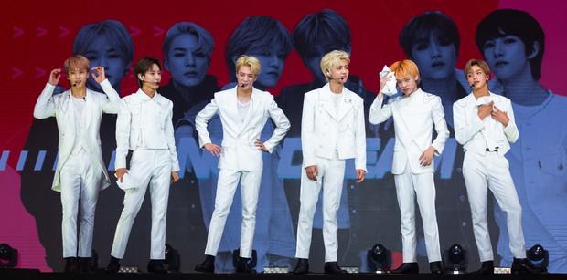 NCT Dream quá điển trai làm fan vỡ òa, bùng nổ hết mình với sân khấu đầu tiên tại Việt Nam - Ảnh 4.