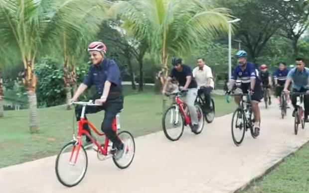 Bí quyết sống khỏe ở tuổi 94 của Thủ tướng Malaysia: Đạp xe gần 11 km, không ăn no và chỉ ngủ 6 tiếng/ngày! - Ảnh 2.