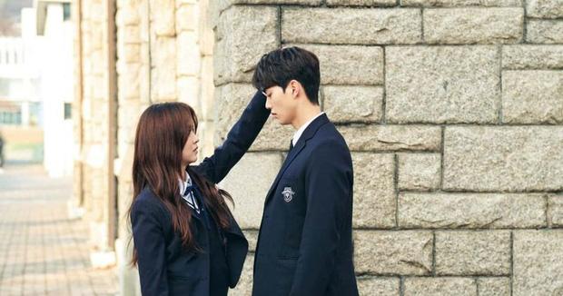10 khoảnh khắc Love Alarm chứng minh đẹp trai cỡ nào ngắm nữ thần Kim So Hyun cũng trở nên kém nghị lực! - Ảnh 1.