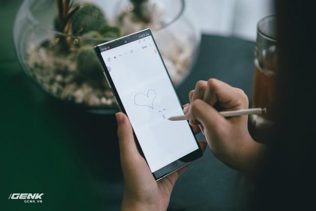 4 điểm hay ho mà năm nay Galaxy Note 10 đã làm tốt hơn những đời trước về mặt thiết kế - Ảnh 4.