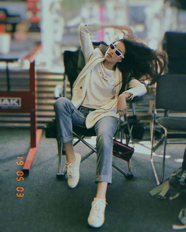 Nhìn phong độ thời trang trồi sụt của Phạm Hương để thấy: Đồ màu trung tính sang chảnh hóa style đỉnh thế nào - Ảnh 4.