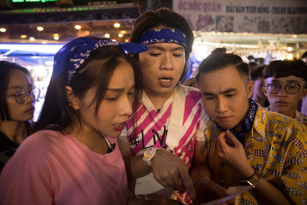 Thủy Tiên, Ngô Kiến Huy, Huỳnh Lập... ca hát, bán hàng, làm náo loạn chợ đêm Phú Quốc - Ảnh 6.