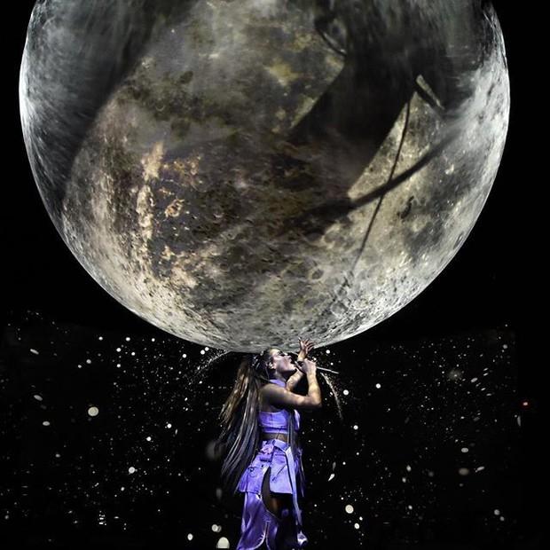 Chẳng ai như Ariana Grande: Lúc tích cực tham dự lễ trao giải thì thua đậm, khi vắng mặt thì chiến thắng ồ ạt về tay - Ảnh 1.