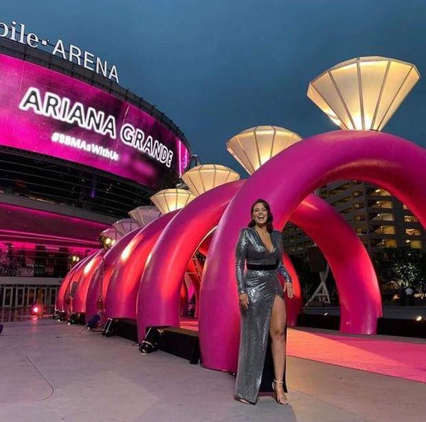 Chẳng ai như Ariana Grande: Lúc tích cực tham dự lễ trao giải thì thua đậm, khi vắng mặt thì chiến thắng ồ ạt về tay - Ảnh 7.