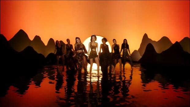 Giải mã MV Đi Đu Đưa Đi: Bích Phương hóa thân thành nữ thần Artemis trong thần thoại Hy Lạp, gợi mở mối tình đồng tính? - Ảnh 10.