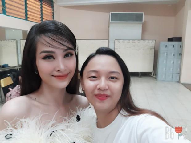 Tìm ra fan cuồng đỉnh nhất Việt Nam đạt kỷ lục selfie chung với hơn 100 celeb Việt, toàn những tên tuổi khủng showbiz - Ảnh 3.
