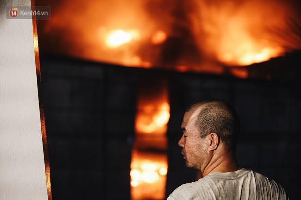 """""""Vụ cháy Rạng Đông"""" hơn 5 tiếng và tình người dân - người lính trong hoả hoạn: Cảm ơn những chiến sĩ dũng cảm - Ảnh 6."""