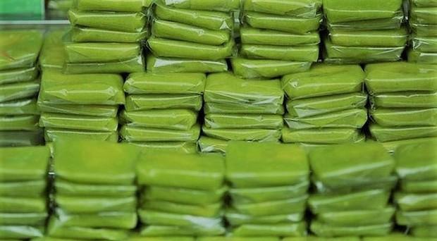 Cả Châu Bùi và Kỳ Duyên đều mê mẩn thức quà này của Hà Nội: người tự chế biến thành món ăn, người lên máy bay rồi còn cố mua vì thèm - Ảnh 4.