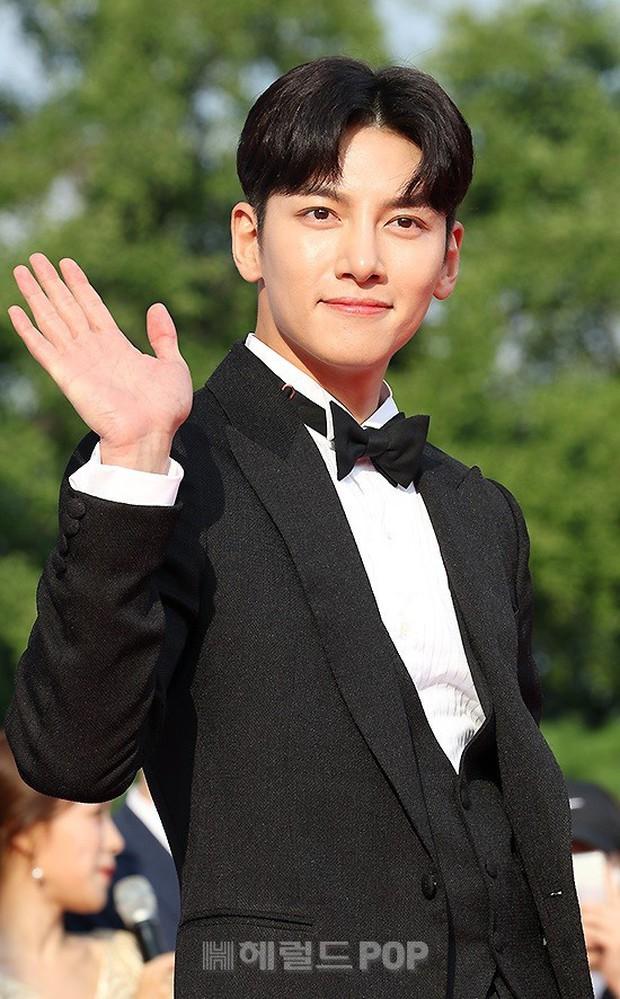 Thảm đỏ Seoul Drama Awards: Trương Ngọc Ánh - Anh Dũng tự tin, Ji Chang Wook quá bảnh, Jang Nara bị dàn mỹ nhân lấn át - Ảnh 16.