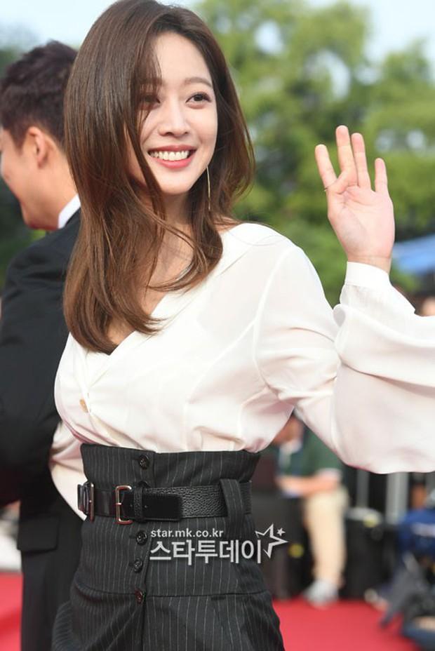 Thảm đỏ Seoul Drama Awards: Trương Ngọc Ánh - Anh Dũng tự tin, Ji Chang Wook quá bảnh, Jang Nara bị dàn mỹ nhân lấn át - Ảnh 22.