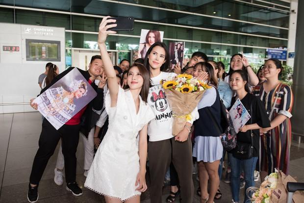 Đương kim Hoa hậu Quốc tế mặc giản dị, khoe nhan sắc nghiêng nước nghiêng thành tại sân bay Việt Nam - Ảnh 5.