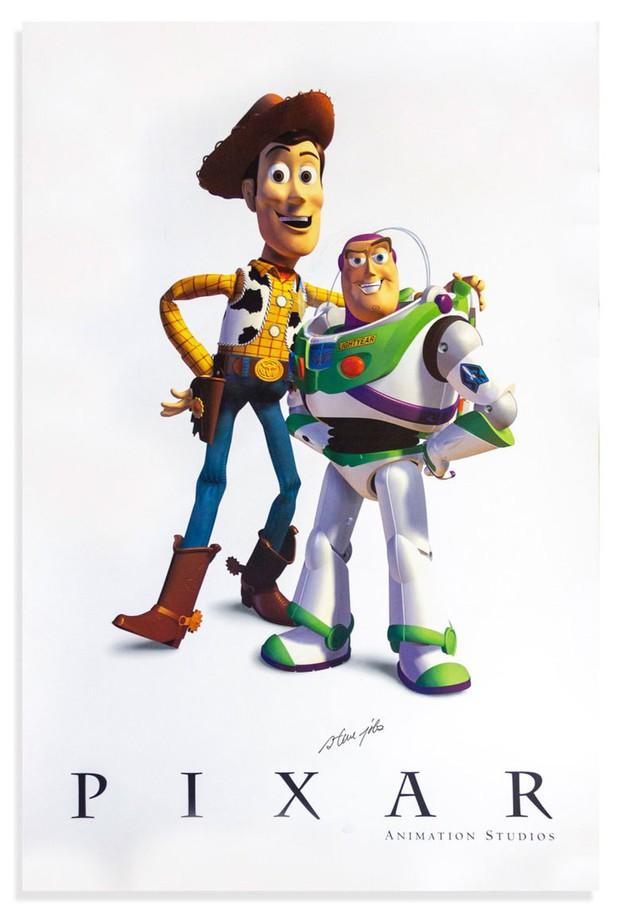 Tấm poster phim Toy Story tưởng không có gì đặc biệt, nhưng một chi tiết nhỏ khiến giá của nó lên tới 600 triệu đồng - Ảnh 1.