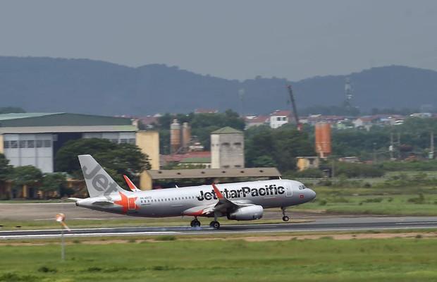 Vietnam Airlines, Jetstar Pacific hoãn, hủy hàng loạt chuyến bay do ảnh hưởng của bão số 4 - Ảnh 2.