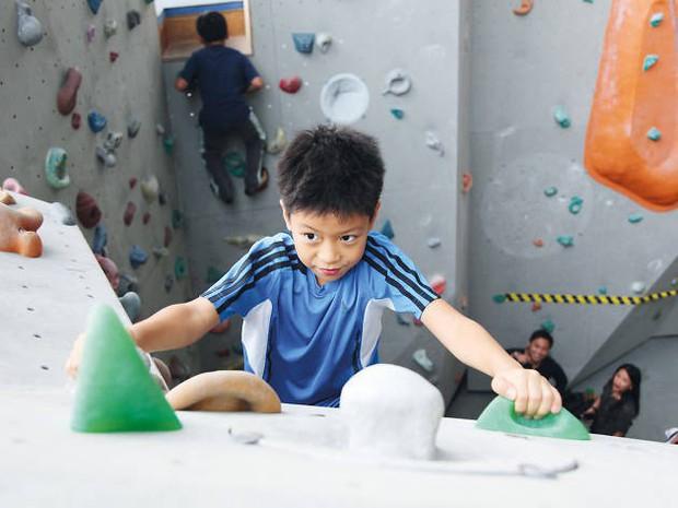 8 việc tưởng an toàn nhưng lại gây hại nghiêm trọng cho trẻ, cha mẹ thường không nhận ra - Ảnh 7.