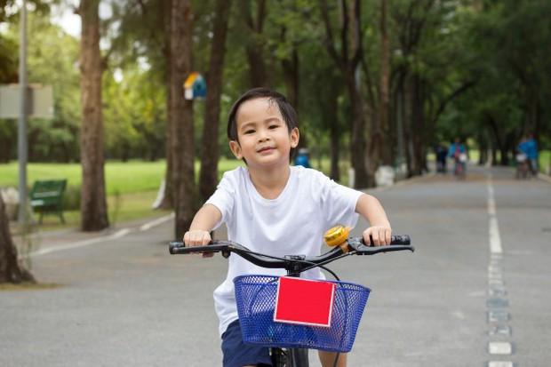 8 việc tưởng an toàn nhưng lại gây hại nghiêm trọng cho trẻ, cha mẹ thường không nhận ra - Ảnh 8.
