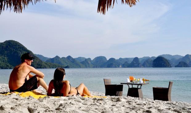 Bãi tắm Soi Sim đẹp nhất nhì Vịnh Hạ Long chính thức tạm dừng hoạt động khiến nhiều du khách tiếc nuối - Ảnh 1.