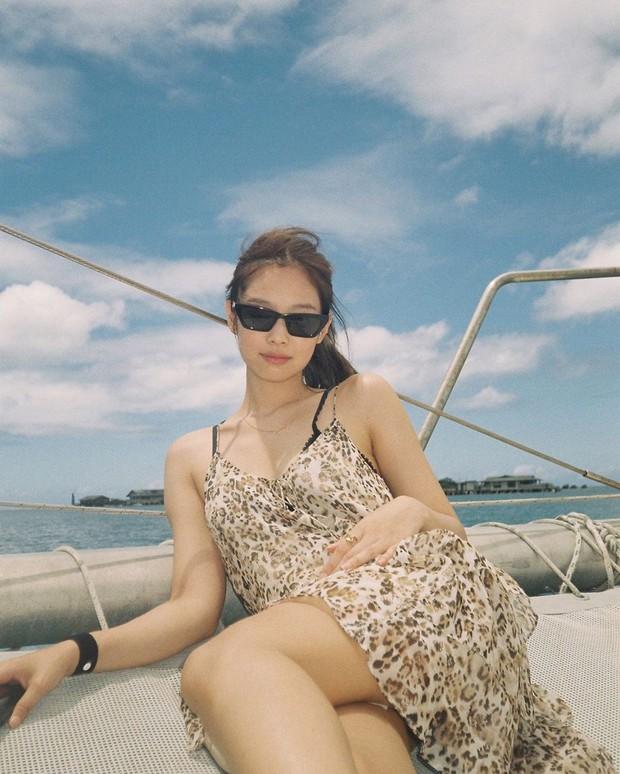 Muôn kiểu tạo dáng độc lạ của Jennie khi đi du lịch, ai còn đang bế tắc lúc chụp ảnh thì thử xem sao - Ảnh 11.