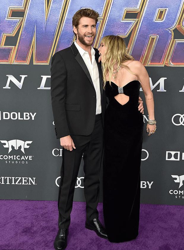 Những khoảnh khắc của các cặp sao Hollywood khiến fan phải đỏ mặt: Justin, Miley chưa gây sốc bằng vợ chồng Cardi B - Ảnh 3.