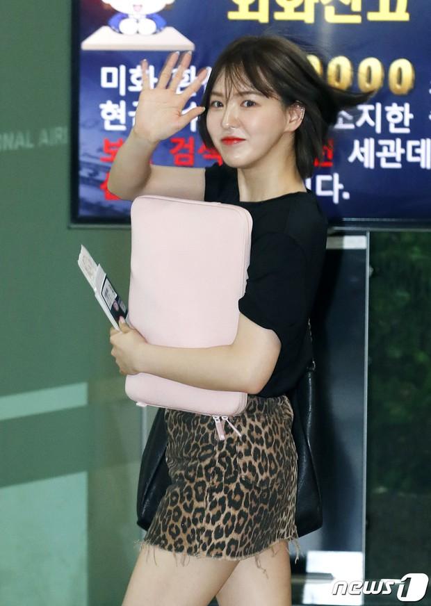 Loạt sao SM đổ bộ sân bay, Taeyeon ăn thịt đường tăng đến đẳng cấp nào mà đọ được với cả nữ thần Irene? - Ảnh 16.