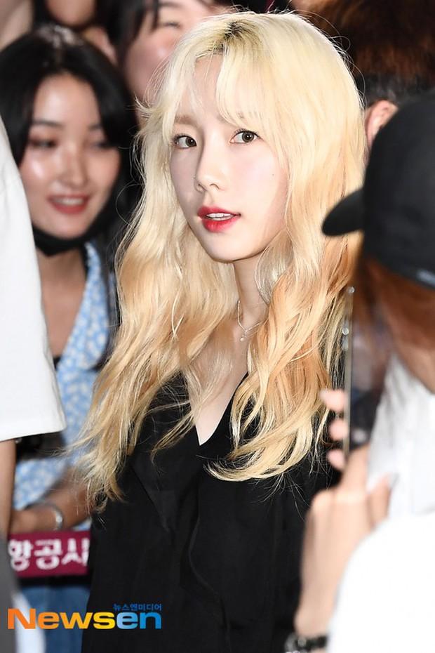 Loạt sao SM đổ bộ sân bay, Taeyeon ăn thịt đường tăng đến đẳng cấp nào mà đọ được với cả nữ thần Irene? - Ảnh 2.
