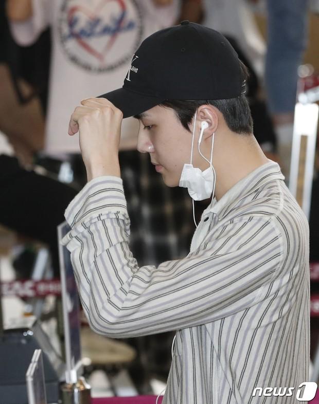 Loạt sao SM đổ bộ sân bay, Taeyeon ăn thịt đường tăng đến đẳng cấp nào mà đọ được với cả nữ thần Irene? - Ảnh 21.