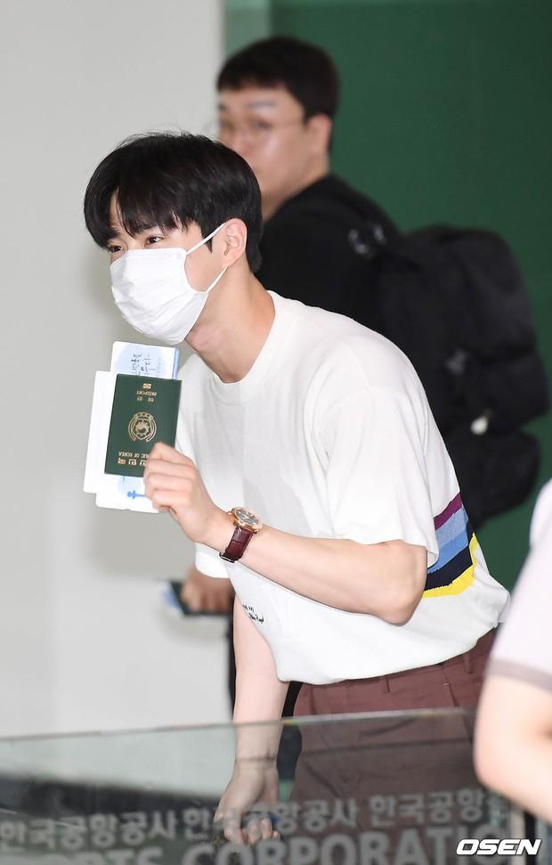 Loạt sao SM đổ bộ sân bay, Taeyeon ăn thịt đường tăng đến đẳng cấp nào mà đọ được với cả nữ thần Irene? - Ảnh 23.