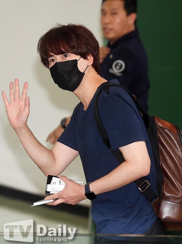 Loạt sao SM đổ bộ sân bay, Taeyeon ăn thịt đường tăng đến đẳng cấp nào mà đọ được với cả nữ thần Irene? - Ảnh 29.