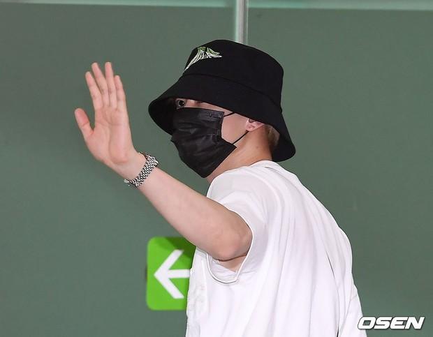 Loạt sao SM đổ bộ sân bay, Taeyeon ăn thịt đường tăng đến đẳng cấp nào mà đọ được với cả nữ thần Irene? - Ảnh 32.