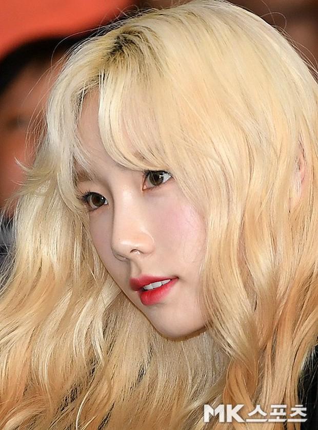 Loạt sao SM đổ bộ sân bay, Taeyeon ăn thịt đường tăng đến đẳng cấp nào mà đọ được với cả nữ thần Irene? - Ảnh 4.