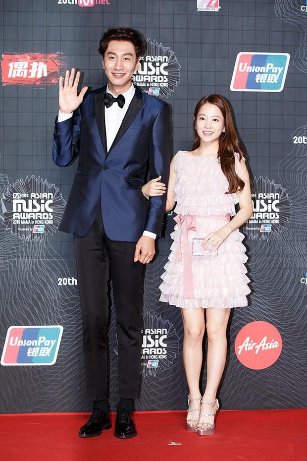 """Lee Kwang Soo """"trốn"""" bạn gái đi hẹn hò với cô bạn thân nấm lùn Park Bo Young - Ảnh 4."""