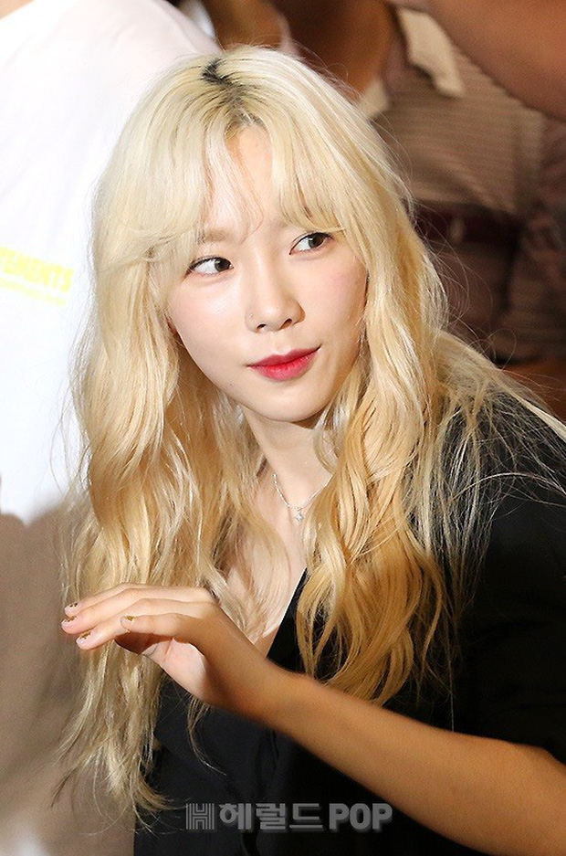 Loạt sao SM đổ bộ sân bay, Taeyeon ăn thịt đường tăng đến đẳng cấp nào mà đọ được với cả nữ thần Irene? - Ảnh 6.