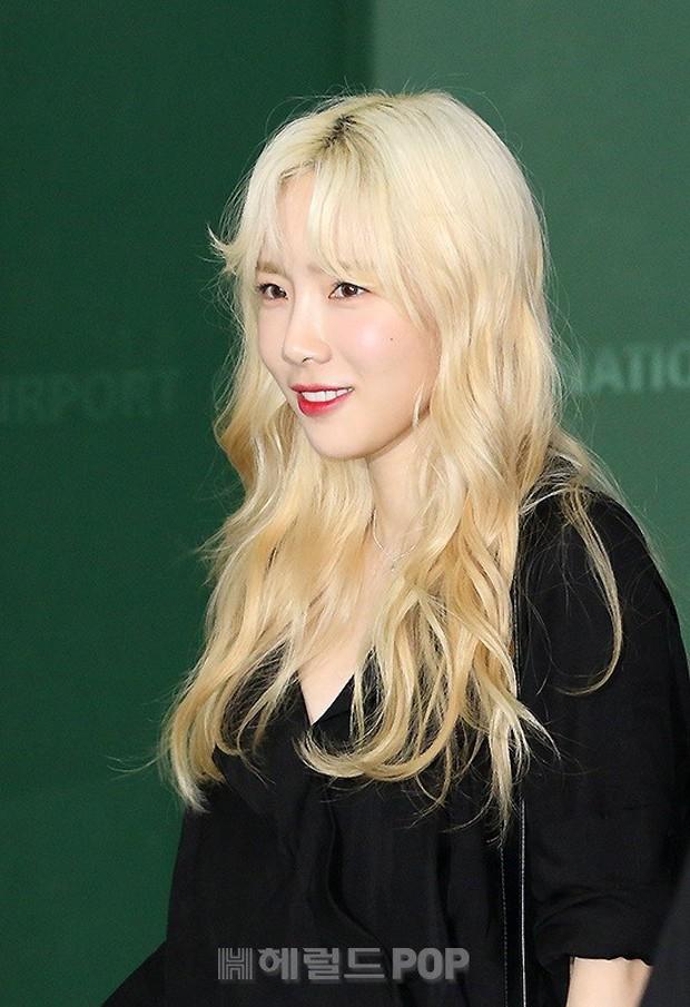 Loạt sao SM đổ bộ sân bay, Taeyeon ăn thịt đường tăng đến đẳng cấp nào mà đọ được với cả nữ thần Irene? - Ảnh 7.