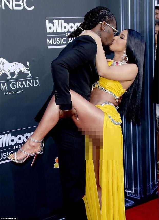 Những khoảnh khắc của các cặp sao Hollywood khiến fan phải đỏ mặt: Justin, Miley chưa gây sốc bằng vợ chồng Cardi B - Ảnh 6.