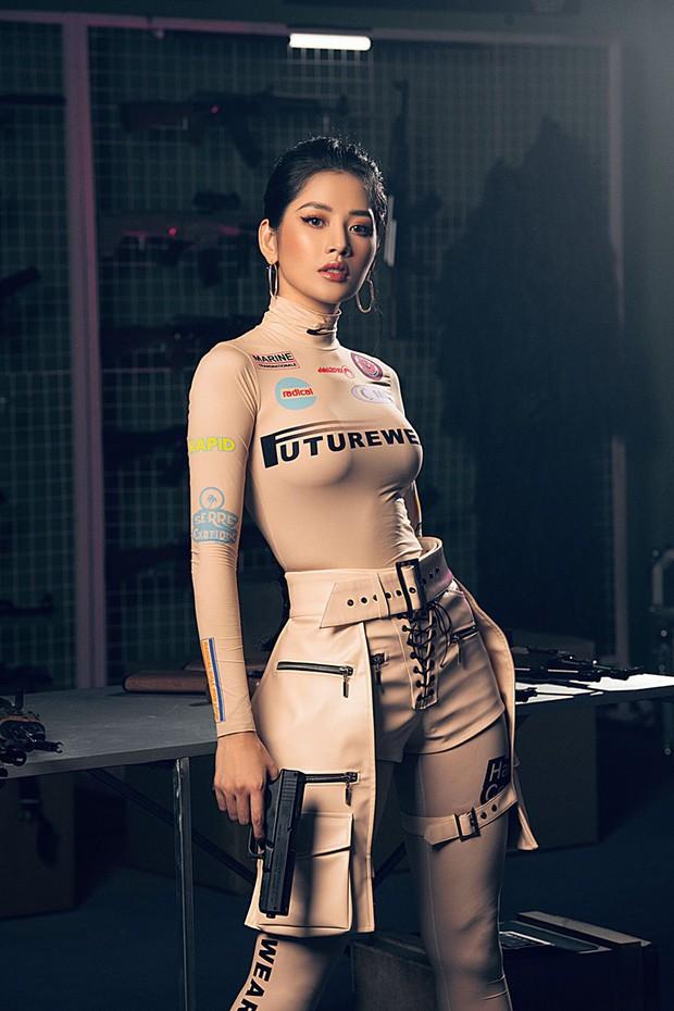 """Chi Pu so kè với mỹ nhân """"Chiếc Lá Bay"""" Baifern Pimchanok khi cùng diện mẫu áo sexy tột đỉnh: Ai xuất sắc hơn? - Ảnh 1."""